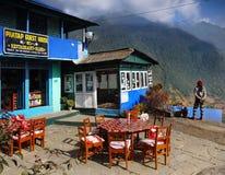 Casas de campo de Himalaya, pueblo de Nepal Imágenes de archivo libres de regalías