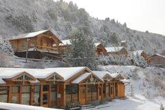 Casas de campo de madeira no montanhês fotografia de stock royalty free
