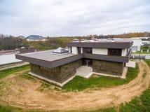 Casas de campo modernas bajo construcción Imágenes de archivo libres de regalías