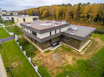Casas de campo modernas bajo construcción Imagen de archivo libre de regalías