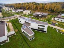 Casas de campo modernas bajo construcción Fotografía de archivo libre de regalías
