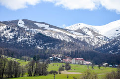 Casas de campo nas montanhas Fotografia de Stock Royalty Free