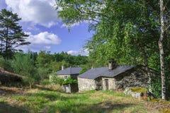 Casas de campo no meio da natureza Imagens de Stock