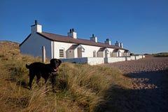 Casas de campo velhas da guarda costeira imagem de stock