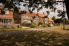 Casas de campo velhas em Village Green. Fotografia de Stock Royalty Free