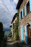 Casas de campo velhas em Yvoire na laca Leman, França fotos de stock royalty free