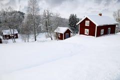 Casas de campo vermelhas no inverno Foto de Stock