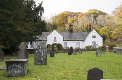 Casas de caridade, igreja do ` s do St Dynog, Llanrhaeadr, Gales Fotos de Stock Royalty Free