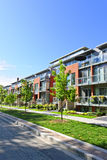 Casas de cidade modernas imagens de stock royalty free
