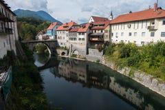 Casas de cidade velhas com canal e ponte Foto de Stock Royalty Free