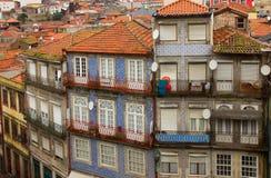 Casas de ciudad viejas Oporto, Portugal Foto de archivo