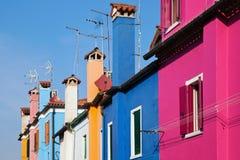 Casas de Colorfull em seguido Imagens de Stock