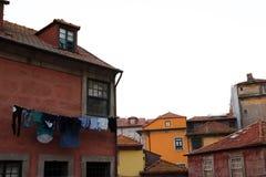 Casas de Colouful em Porto, Portugal imagem de stock