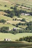 Casas de Derbyshire no campo fotografia de stock