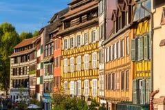 Casas de entramado de madera Alsatian en Estrasburgo Fotos de archivo libres de regalías