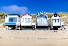 Casas de férias confortáveis que estão ao longo do litoral Conceito do verão Arrendamentos das férias recuo Mola Terapia da natur foto de stock royalty free
