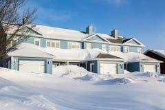 Casas de fileira do inverno fotografia de stock royalty free