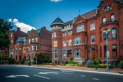 Casas de fileira históricas ao longo de Logan Circle, em Washington, C.C. Fotografia de Stock Royalty Free