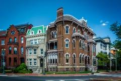 Casas de fileira históricas ao longo de Logan Circle, em Washington, C.C. Fotos de Stock Royalty Free