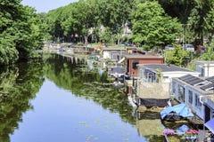 Casas de flutuação foto de stock