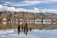 Casas de flutuação ao longo do rio de Willamette Fotografia de Stock Royalty Free