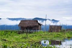 Casas de flutuação no lago Inle Foto de Stock Royalty Free