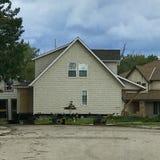 Casas de gama alta que estão sendo movidas após a inundação imagem de stock