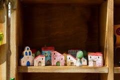 Casas de la arcilla del recuerdo Rethymno, Crete, Grecia foto de archivo libre de regalías