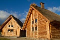 Casas de la cabaña del viejo estilo Foto de archivo libre de regalías