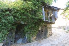 Casas de la casa verde, de madera y de la piedra en la provincia de Zamora adentro Fotografía de archivo