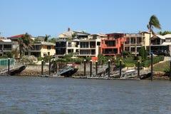 Casas de la costa en Brisbane Imágenes de archivo libres de regalías