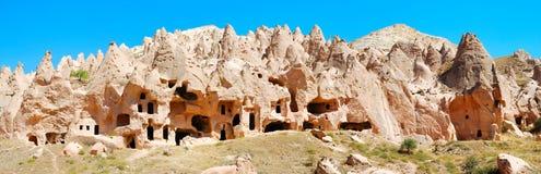 Casas de la cueva en Cappadocia. Foto de archivo libre de regalías