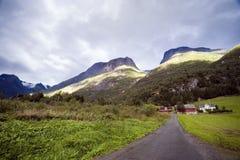 Casas de la montaña, Noruega. Fotografía de archivo