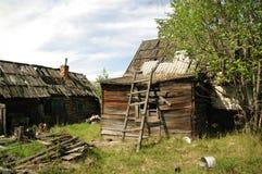 Casas de madeira arruinadas imagem de stock
