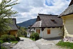 Casas de madeira em Vlkolinec, UNESCO em Eslováquia Fotografia de Stock