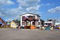 Casas de madeira novas para a venda Fotografia de Stock Royalty Free