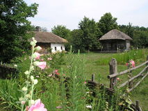 Casas de madeira ucranianas tradicionais Foto de Stock Royalty Free