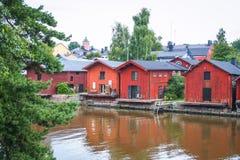 Casas de madeira vermelhas de Porvoo, Finlandia Fotografia de Stock