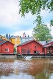 Casas de madeira vermelhas de Porvoo, Finlandia Foto de Stock