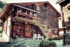 Casas de madera en Fiesch - Suiza Fotos de archivo