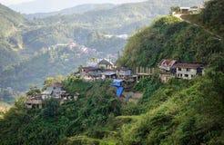 Casas de madera en la colina fotografía de archivo libre de regalías
