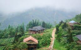 Casas de madera en Sapa, Vietnam fotografía de archivo