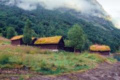 Casas de madera viejas escandinavas tradicionales foto de archivo