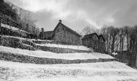 Casas de pedra no estilo tradicional da arquitetura do rustico do Ticino em Suíça do sul fotos de stock