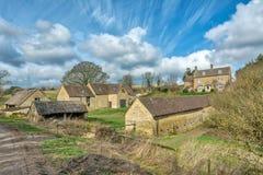 Casas de piedra en el Cotswolds - Apr18 de la granja Imagenes de archivo