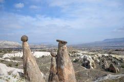 Casas de piedra en Goreme, Cappadocia Forma de vida del campo imagenes de archivo