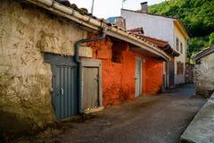 Casas de piedra en las montañas Fotos de archivo libres de regalías