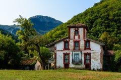 Casas de piedra en las montañas Imagenes de archivo