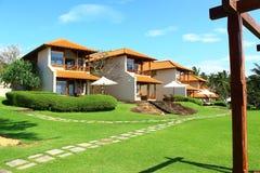 Casas de planta baja de los cuartos en Saman Villas Foto de archivo libre de regalías