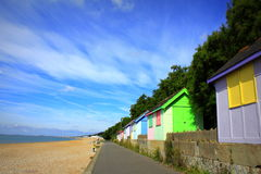 Casas de praia coloridas Folkestone Kent Reino Unido Fotografia de Stock Royalty Free